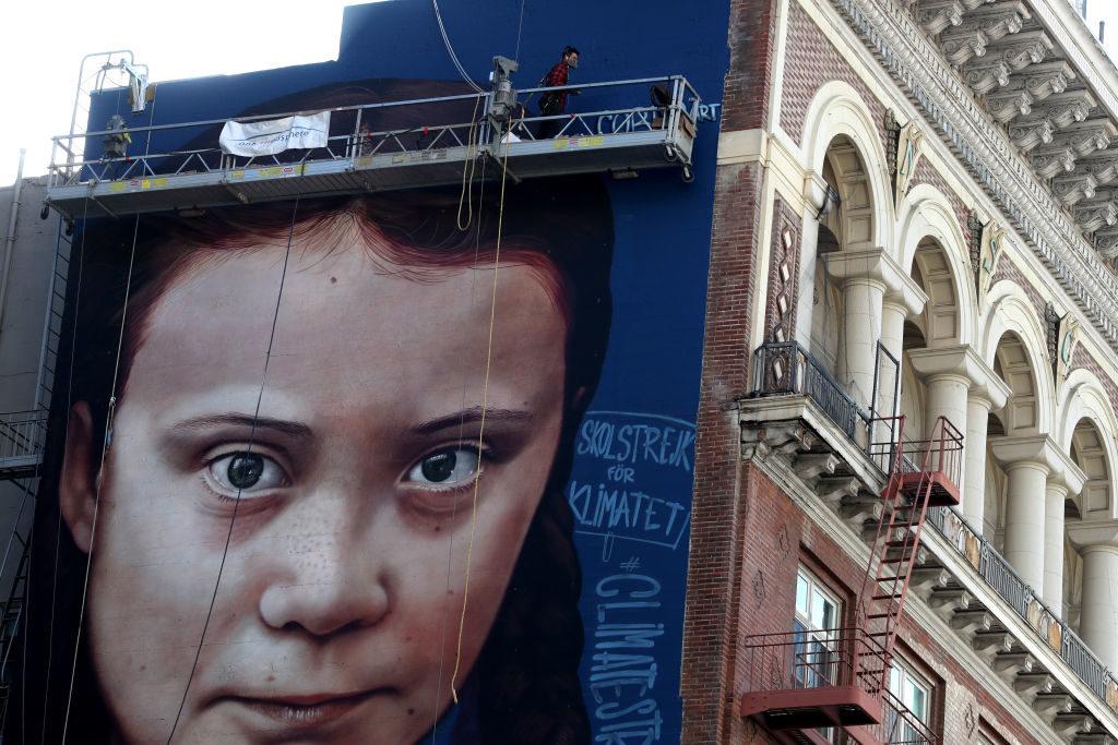 Mural con la cara de la activista greta thumberg