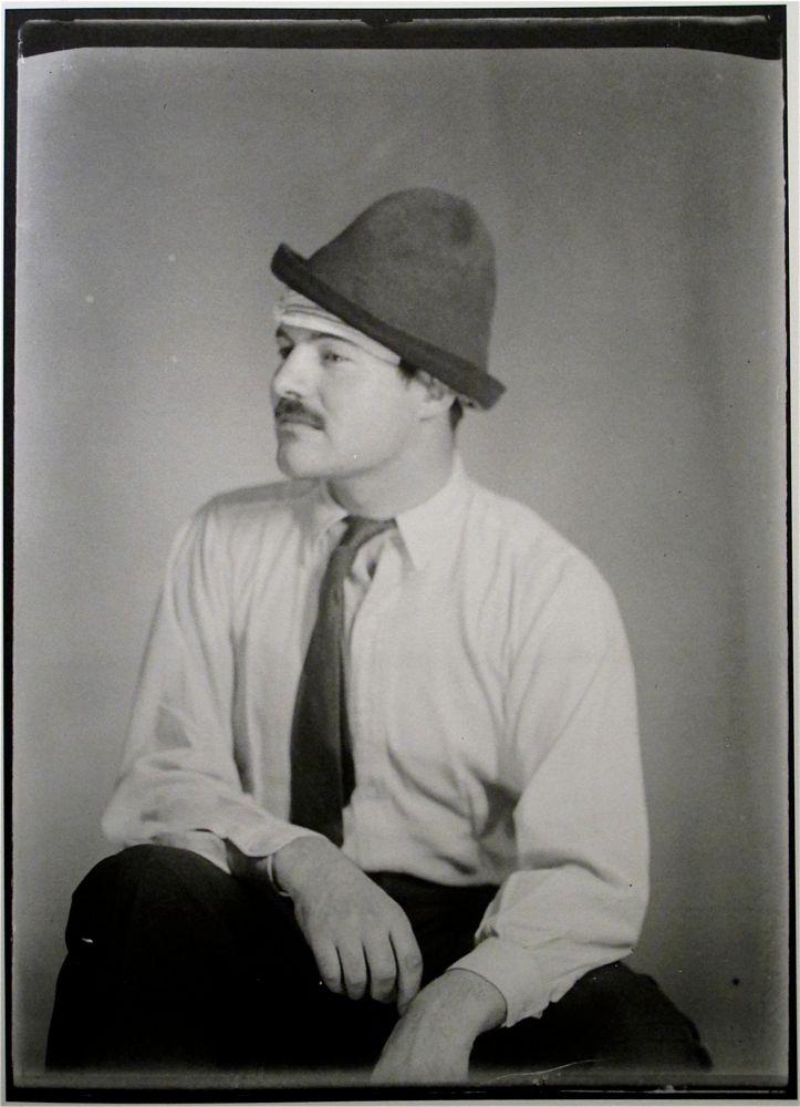 Ernest Hemingway capturado por Man Ray.