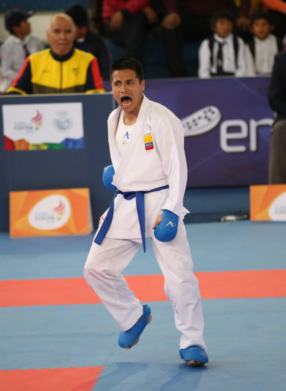 Vestimenta kumite de karate-do / Federación Colombiana de Karate