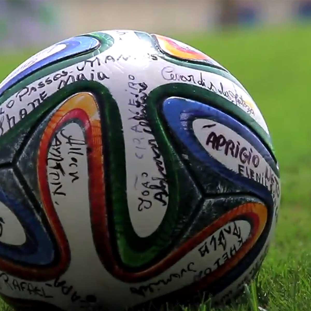 balón de fútbol firmado