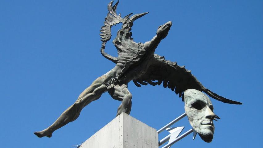 Escultura del Bolívar Cóndor en Manizales