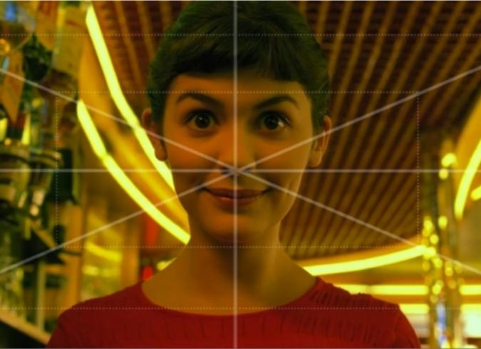Encuadre perfectamente simétrico del rostro de la protagonista, Amélie Poulan.
