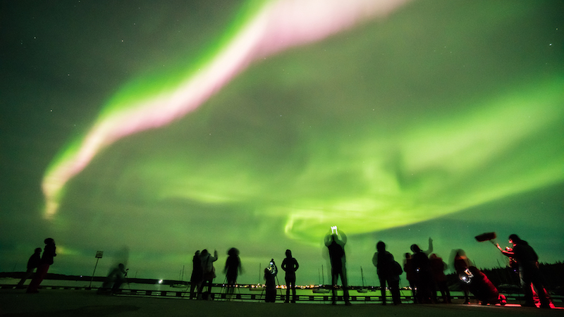 Fotógrafos y aficionados cazan fotos de la aurora boreal
