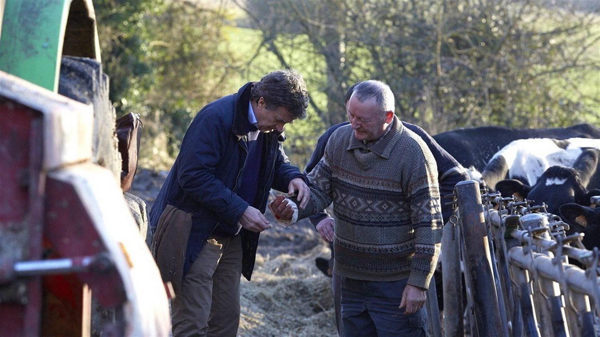 Dos personajes de la película En un lugar de Francia se encuentran en el campo.