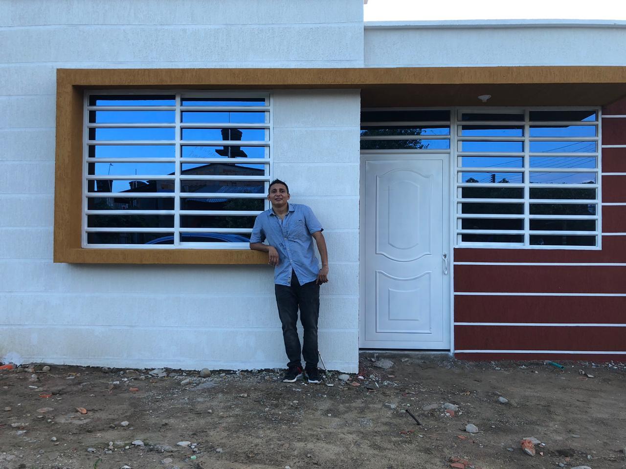 Leider Lemus y su nueva casa en Aguazul-Casanare.