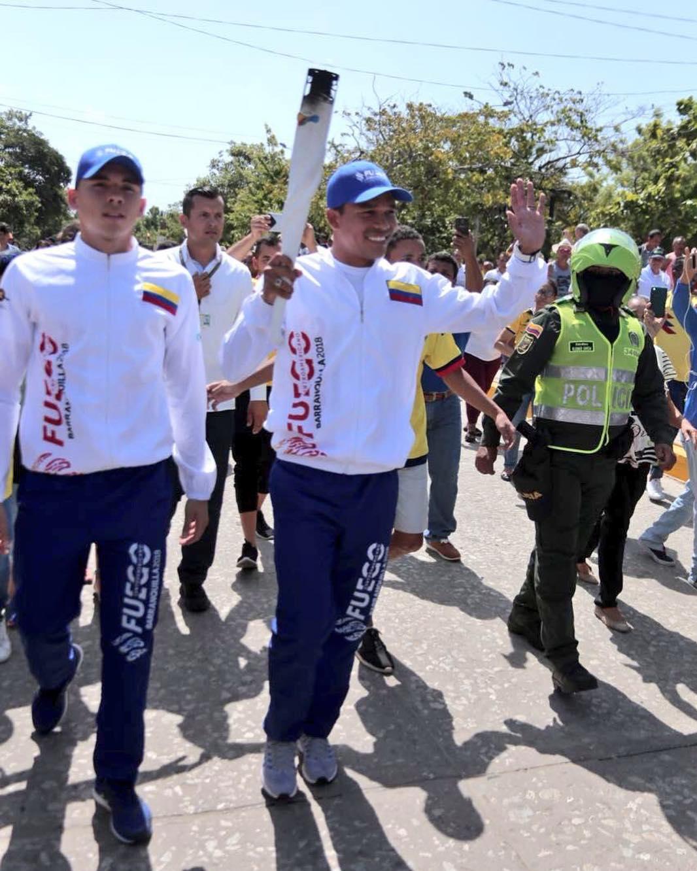 Carlos Bacca con la llama de los Juegos Centroamericanos y del Caribe / Barranquilla 2018 oficial