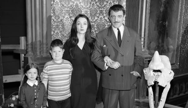 Locos addams 1964 familia en la televisión señal colombia