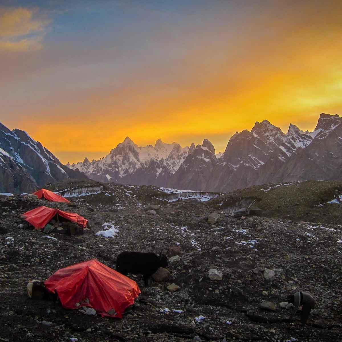 tiendas de campaña en alta montaña