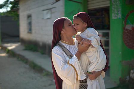 Imagen de mujer y niña