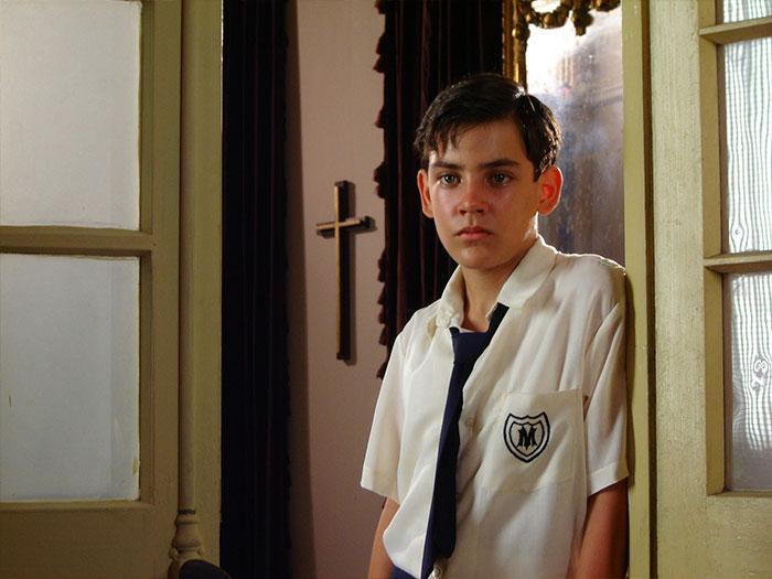 Un niño en la película La edad de la peseta