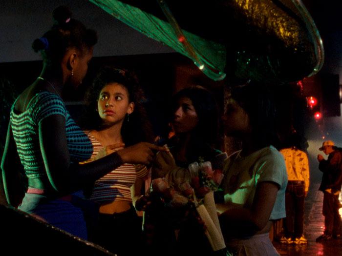 cuatro niñas en Medellín en la película La vendedora de rosas