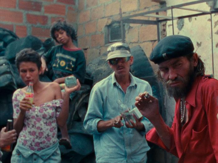 Cuatro hermosas personas en Medellín en la película La vendedora de rosas
