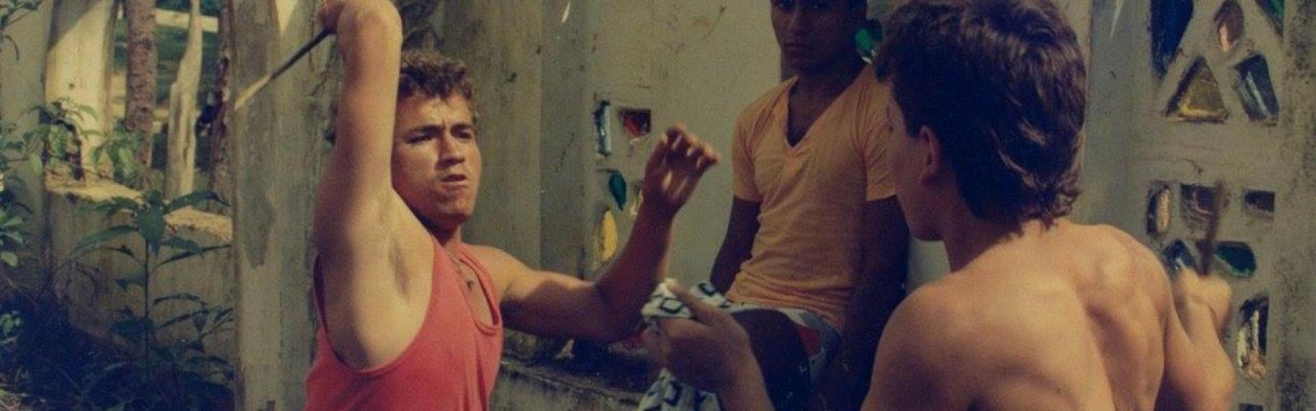 Protagonistas de la película 'Rodrigo D no futuro' en una pelea a cuchillo