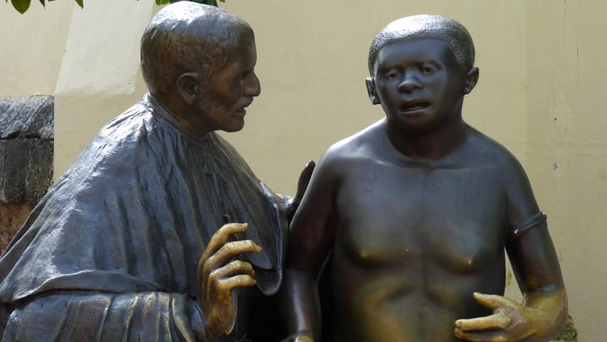Escultura de San Pedro Claver de Enrique Grau en Cartagena