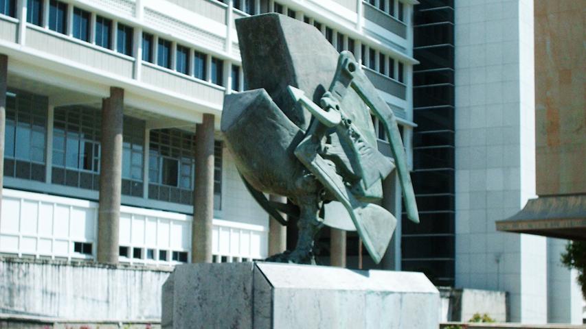 Escultura Telecóndor de Alejandro Obregón en Barranquilla