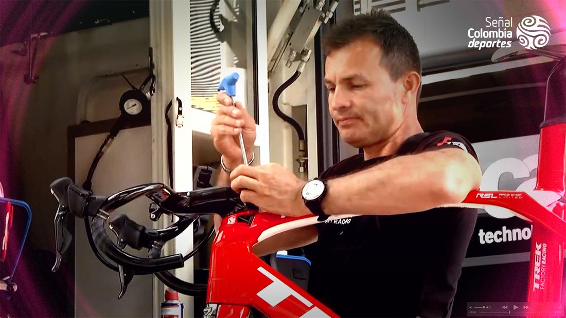 Robert González, el colombiano que arregla las bicicletas del Trek