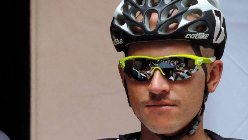 Wbeimar Roldán: el ciclista que pinta rostros, paisajes y caballos / Equipo EPM UNE