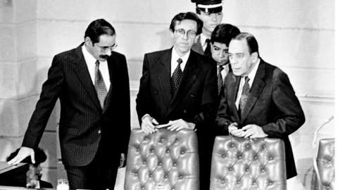 Presidentes de la Asamblea Nacional Constituyente se preparan para promulgar la Constitución de 1991