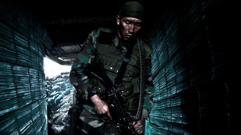Película el páramo, soldado con cara de asustado en un lugar frío