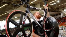 Conoce a los guardianes de las bicicletas de pista / Juan Carlos Quintero