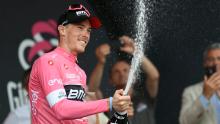 Rohan Dennis, nuevo líder del Giro de Italia