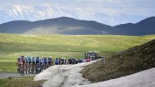Pelotón durante la etapa 9 del Giro de Italia / Giro oficial