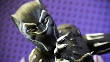 Escultura en tamaño real del personaje de Marvel, Pantera Negra, en el Sofa 2018.