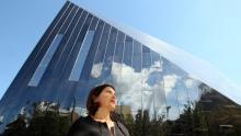 Farshid Moussavi frente al Museo de Arte Contemporáneo de Cleveland, EE.UU.