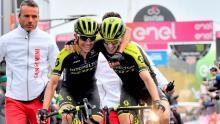 Esteban Chaves celebra su triunfo junto a Simon Yates/ Giro Oficial