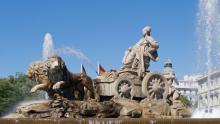 La fastuosa fuente de Cibeles, lugar icónico del centro de Madrid, España.