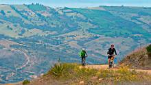 Lugares y rutas recomendadas para hacer ciclismo turístico en Bogotá y sus alrededores.