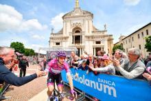 Elia Viviani, portador de la Maglia Ciclamino / Giro Oficial