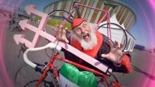 """""""El Diablo"""" acompaña al pelotón en el Giro de Italia"""
