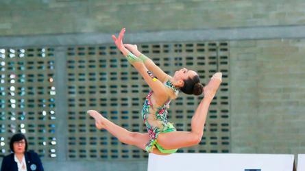 Gimnasia rítmica, un deporte que combina destreza y música