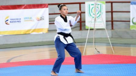 Karen Suache combina el taekwondo con la psicología
