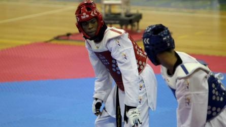 Román Mosquera cambió el salto alto por el taekwondo