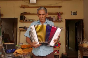 Técnico de acordeones en la serie ¿Qué inventa?