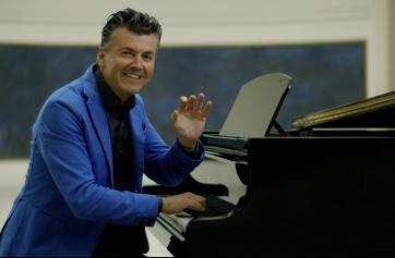 Ramon Gener, presentador de Esto es ópera en el piano