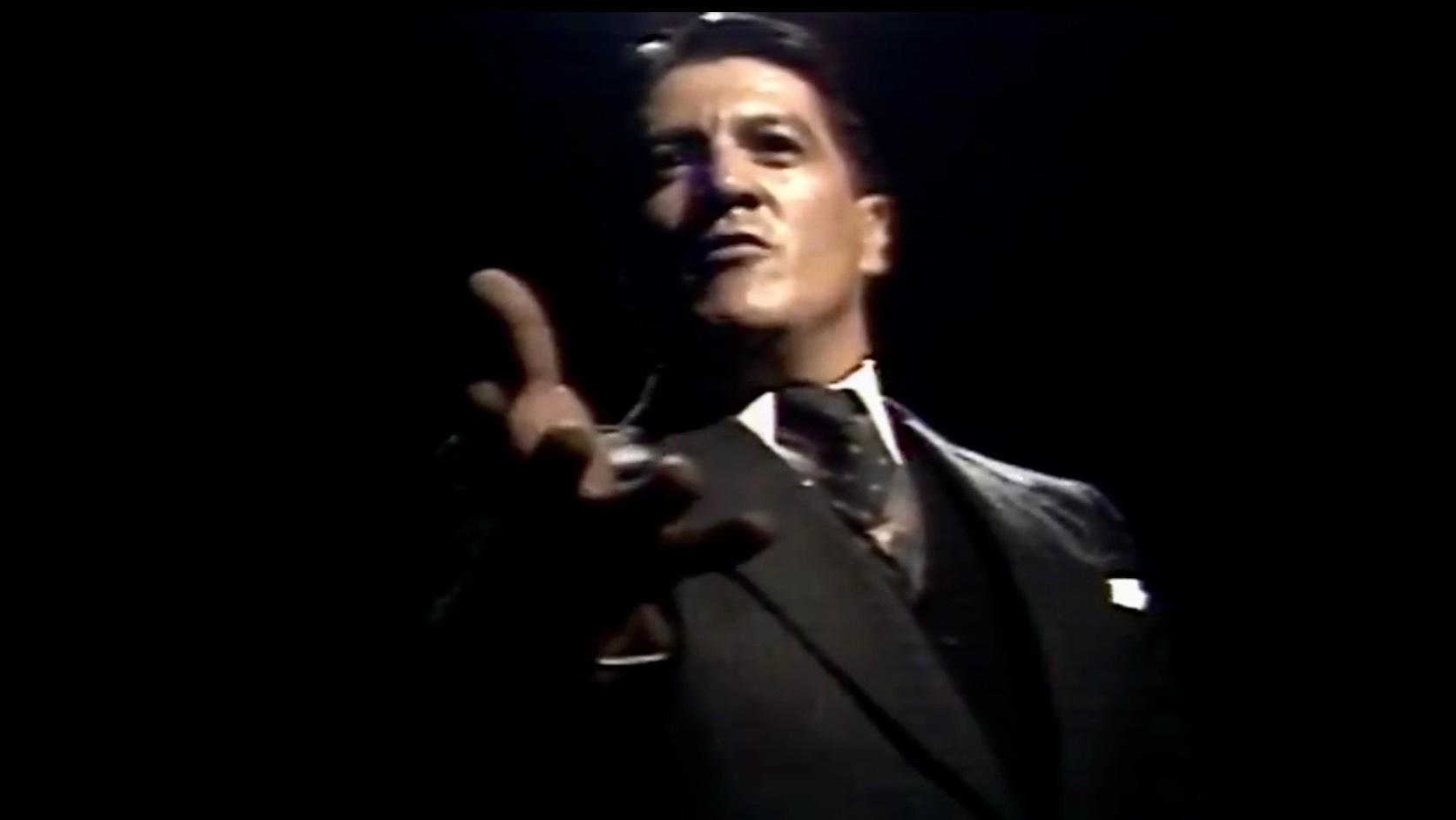 edgardo roman dando un discurso en su interpretación de Jorge Eliecer Gaitán en la miniserie El Bogotazo
