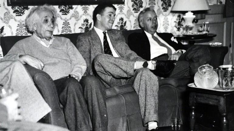 Albert Einstein y Mario Laserna