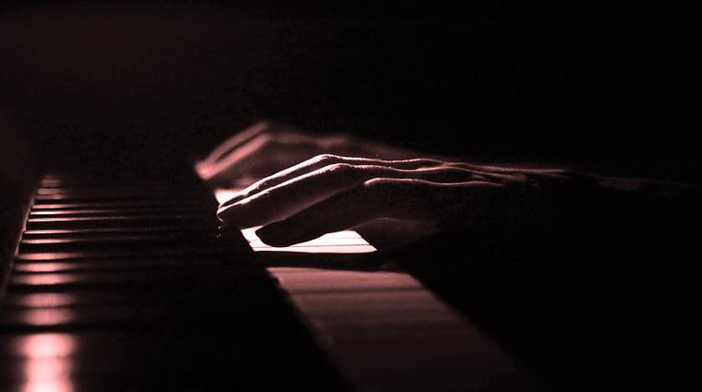 El pianista con las manos más grandes del mundo