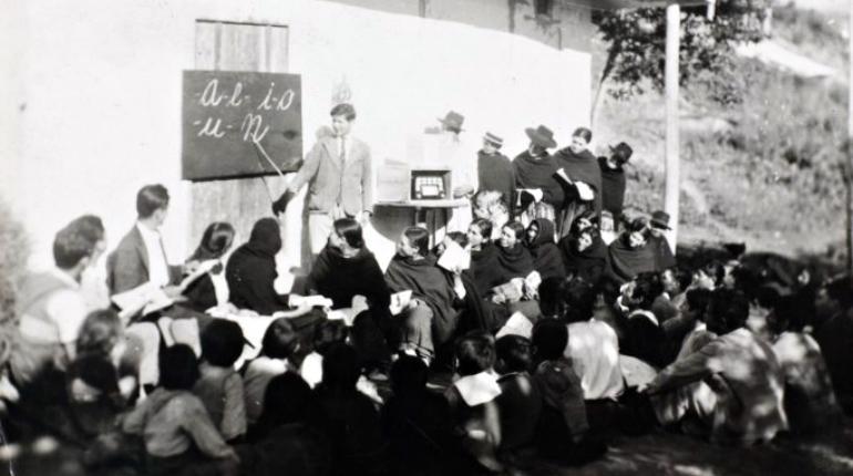 Foto de la colección documental de Radio Sutatenza y Acción Cultural Popular preservada por la Biblioteca Luis Ángel Arango