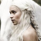 Emilia Clarke actriz que interpreta a 'La madre de dragones'.