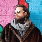 Father John Misty tiene 35 año y fue parte de bandas como Saxon Shore y Fleet Foxes. Foto tomada de WARP.la
