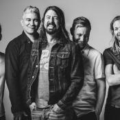 Dave Grohl,Pat Smear, Nate Mendel, Taylor Hawkins y Chris Shiflett integran la banda