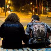Chuky y Vargas, protagonistas de 'La noche de la Bestia'. Fotos cortesía de la producción de la película.