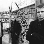 Muse son Matt Bellamy, Christopher Wolstenholme y Dominic Howard. Imagen tomada de Festify.