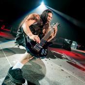 El bajo de 'Black Hole Sun' interpretado por Robert Trujillo de Metallica