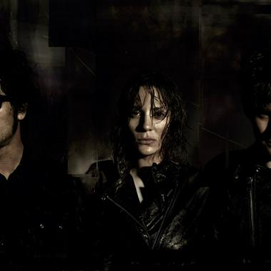 Peter Hayes, Robert Levon Been y Leah Shapiro son BRMC.