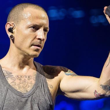 Linkin Park honra la memoria de Chester en su nuevo vídeo